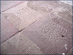 Steinfußboden nach der Reinigung